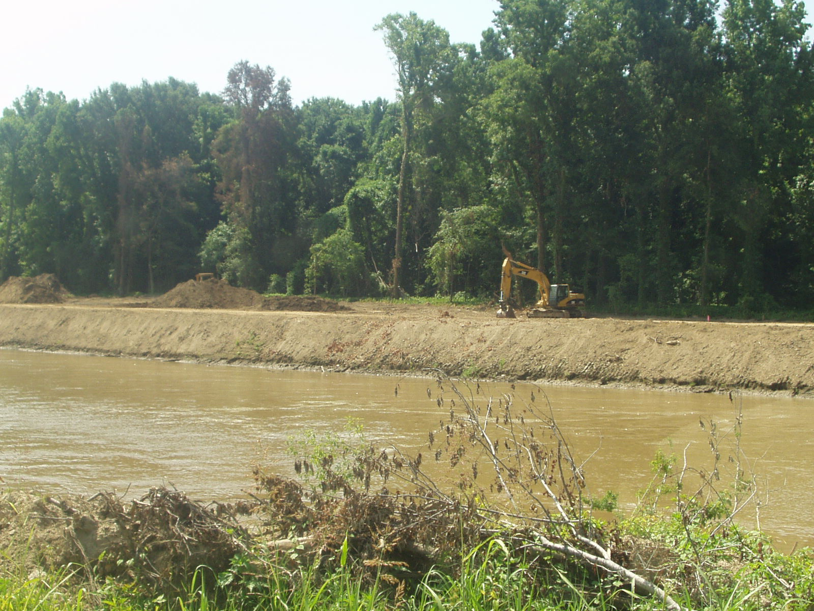 Bank work along Item 6 on the Yazoo River